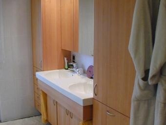 Arredamento bagno in ontano