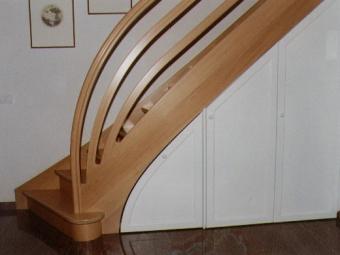Treppe mit Unterbau