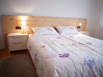 Schlafzimmer in Zirbe