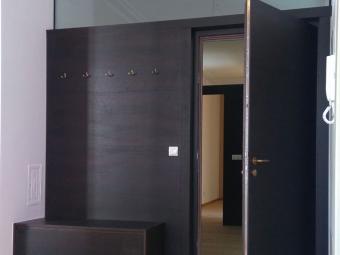 Eingangstür mit Garderobe