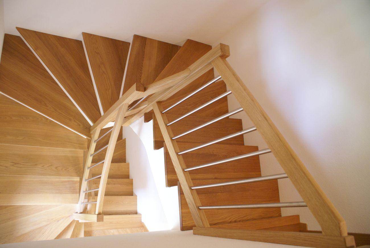 Treppenstufen auf Beton Geländer
