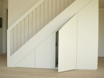 Treppe mit Schrank