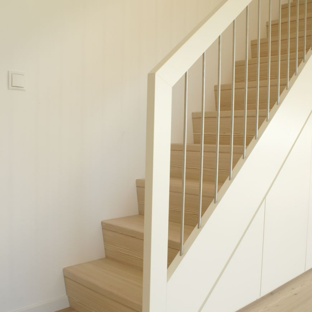 treppe mit schrank tischlerei putzer brixen. Black Bedroom Furniture Sets. Home Design Ideas
