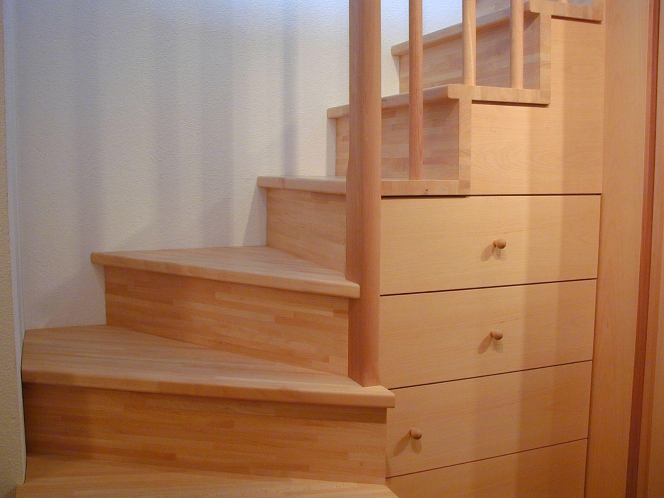 Treppe Holz mit Schubladen