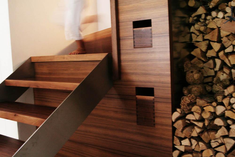 Treppe in Nussholz